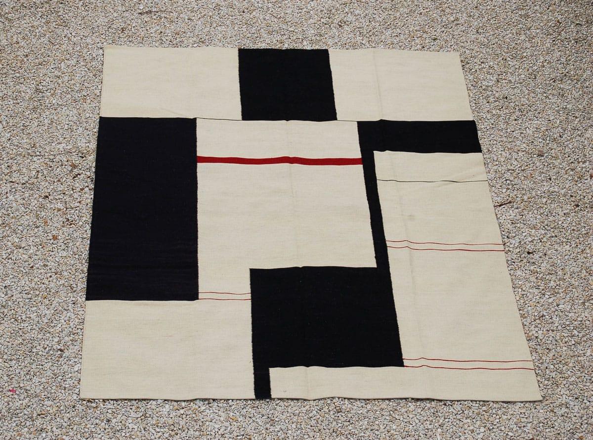 kilim grafisch, zwart - wit - rood