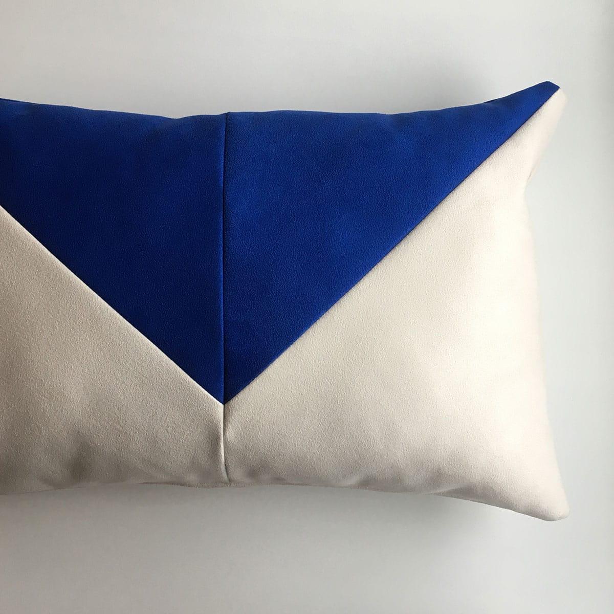 kussen triangle blauw wit